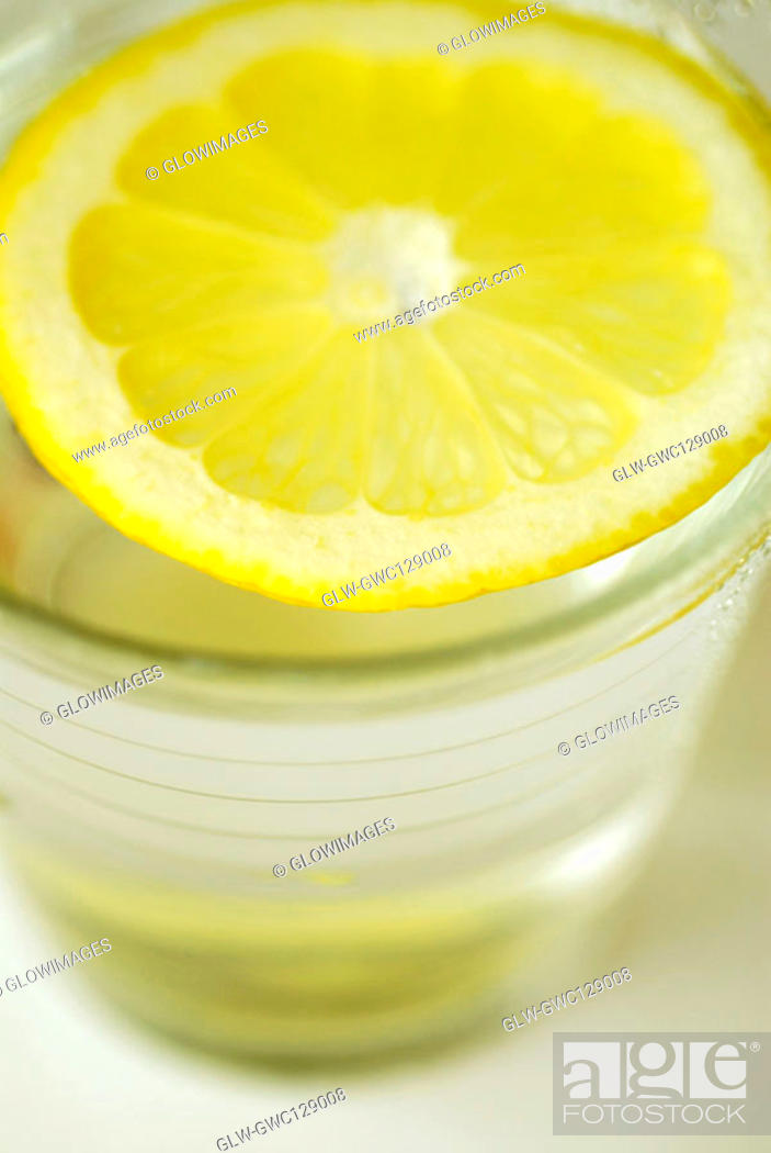 Stock Photo: Close-up of a slice of lemon in a glass.
