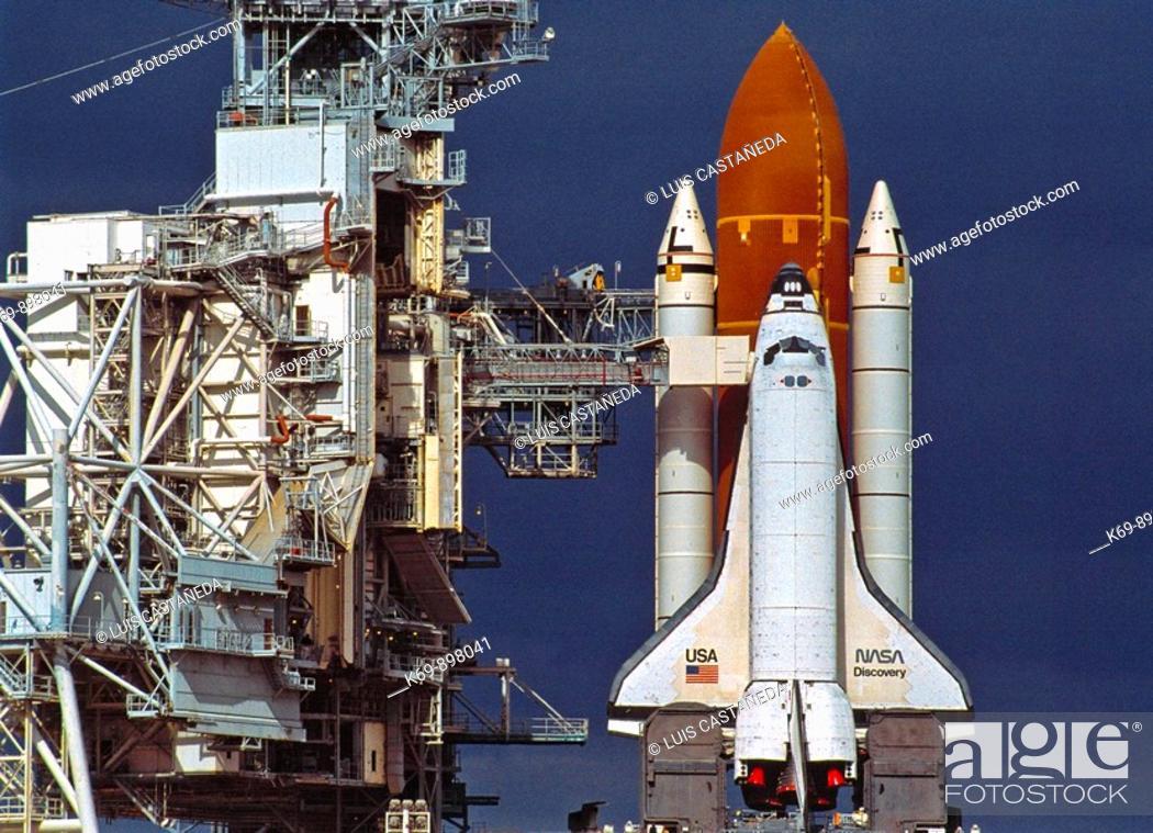 Shuttle 'Discovery' at Launch Pad, KSC NASA, Florida, USA, Stock ...