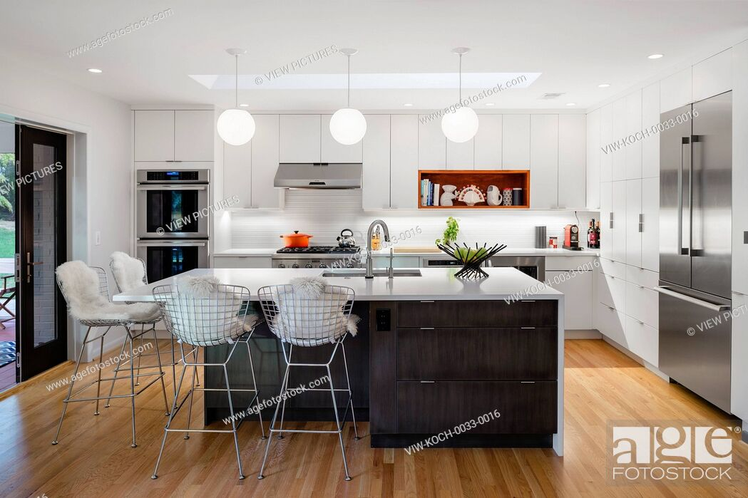 Imagen: Modern renovation of a home located in Somerset, a small community within Chevy Chase, a neighborhood bordering Washington, DC.