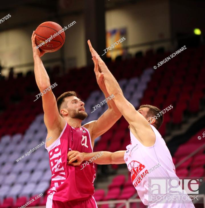 Stock Photo: Bonn, Germany, 23. 12. 2020, Telekom Dome, Basketball Bundesliga, Telekom Baskets Bonn vs Jobstairs Giessen 46ers: Leon Kratzer (Bonn) und Johannes Richter.