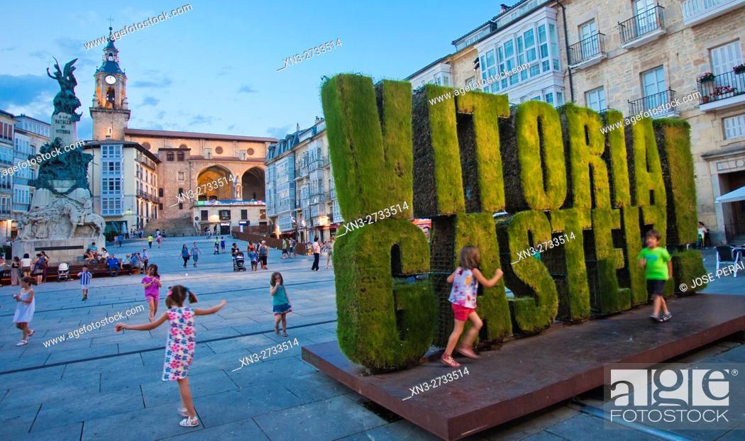 Imagen: Virgen Blanca square, Vitoria, Gasteiz, Álava, Basque Country, Spain, Europe.
