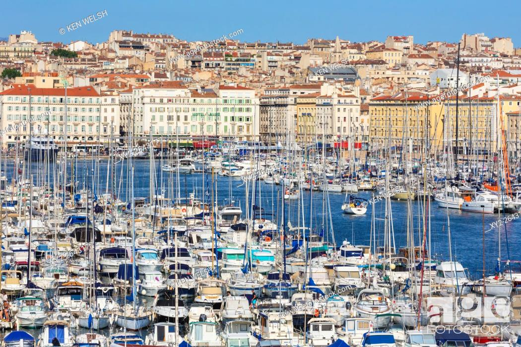 Photo de stock: Marseille, Provence-Alpes-Côte d'Azur, France. High view down onto Vieux-Port, the Old Port, and the city.