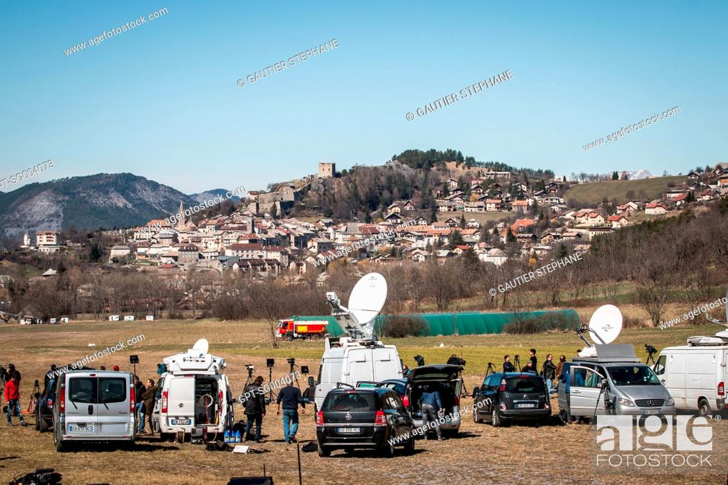 Stock Photo: JOURNALISTS AND TELEVISION CREWS FOLLOWING THE CRASH OF GERMANWINGS AIRLINE'S AIRBUS A320, LE VERNET, SEYNE LES ALPES (04), FRANCE.