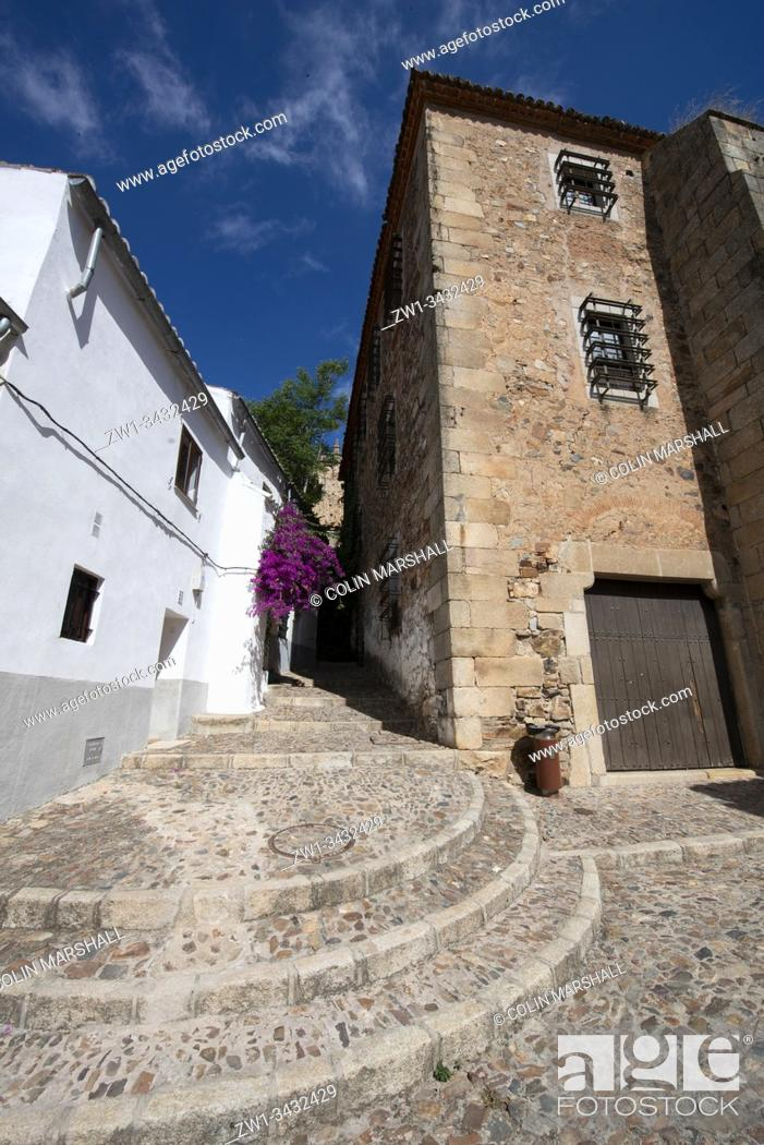 Stock Photo: Street leading to Plaza de San Jorge, Cáceres, Extremadura, Spain, Europe.