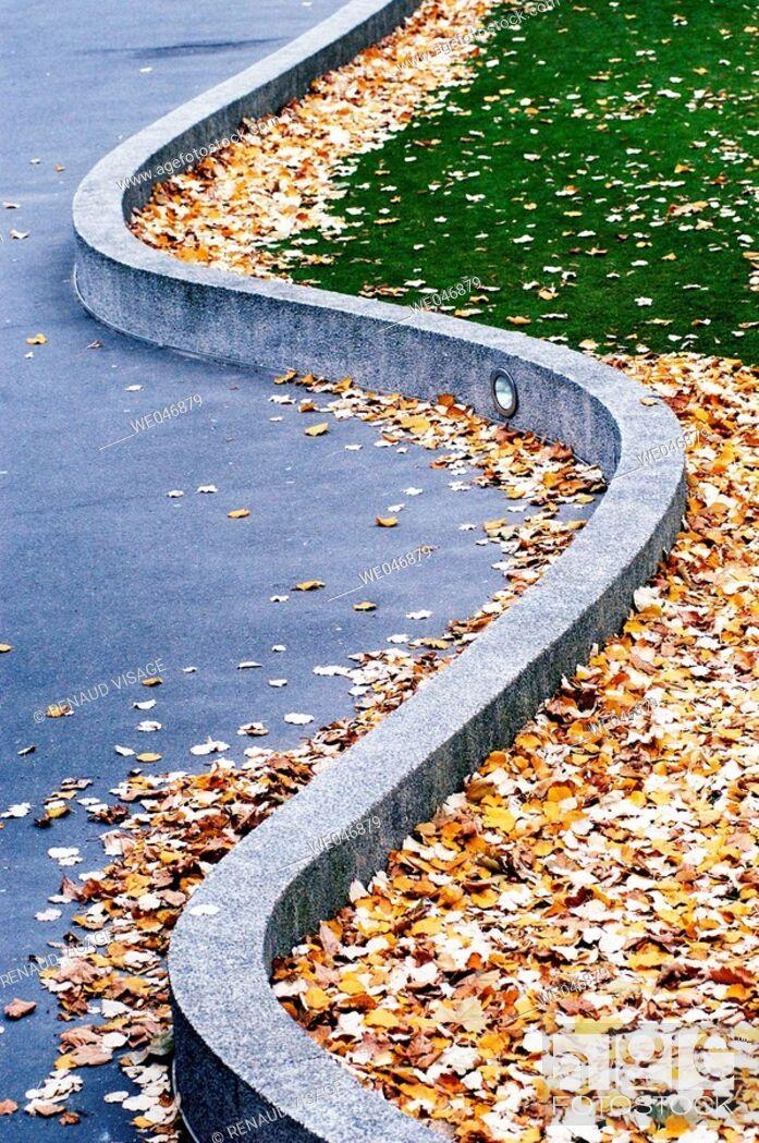Stock Photo: Snake-like concrete beam. Paris. France.