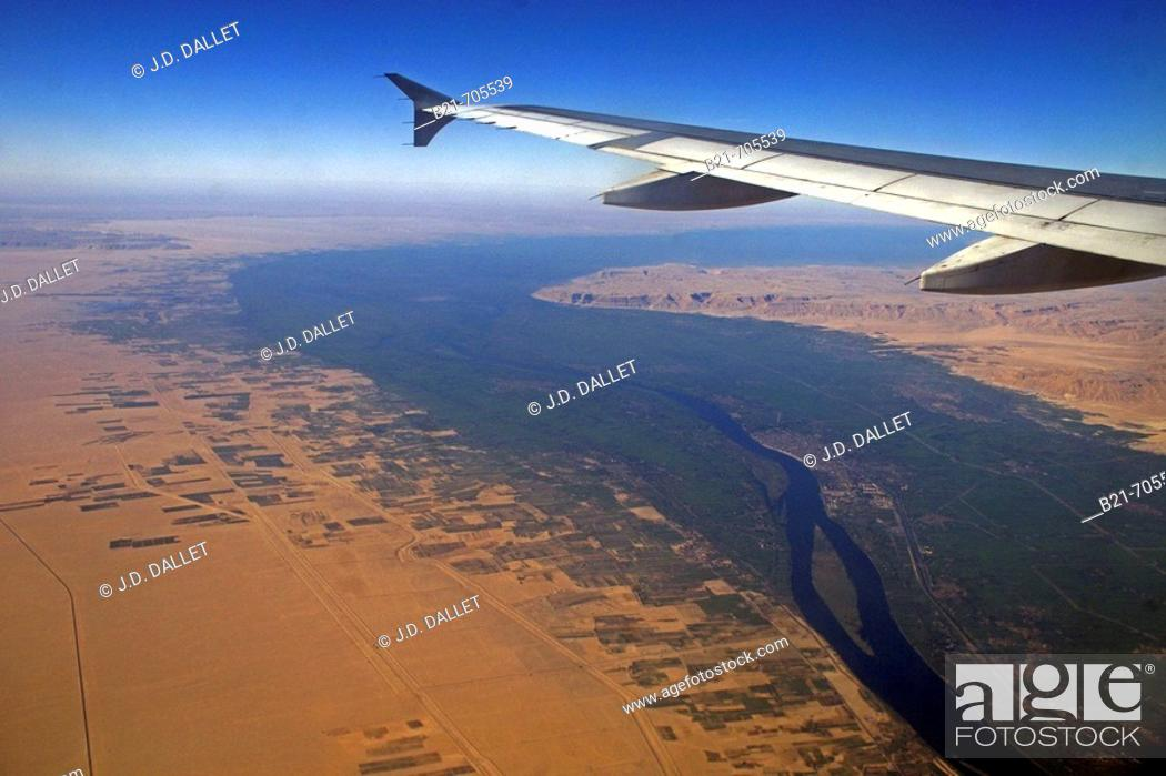 Stock Photo: Nile river valley from the air, between Quena and Asiut. Egypt.
