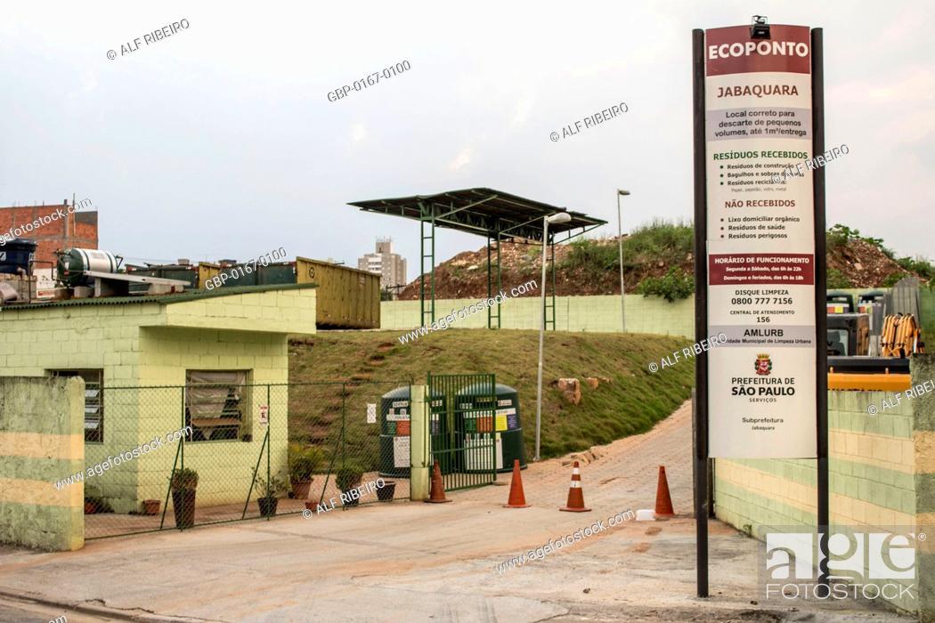 Stock Photo: Entrance, Ecoponto, recyclable materials, 27.09.2015, Capital, Jabaquara, São Paulo, Brazil.