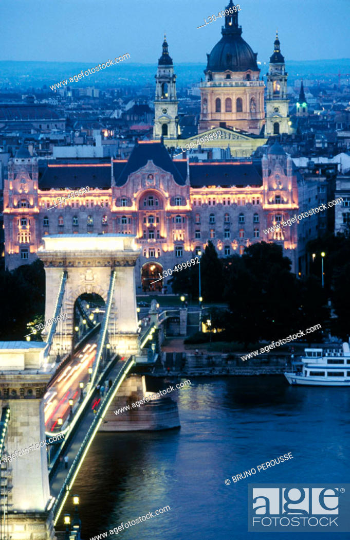 Stock Photo: Chain Bridge, Budapest. Hungary.