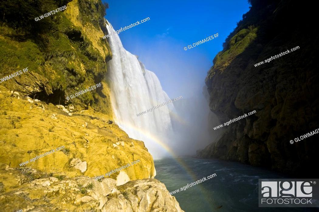 Stock Photo: Low angle view of a waterfall, Tamul Waterfall, Aquismon, San Luis Potosi, Mexico.