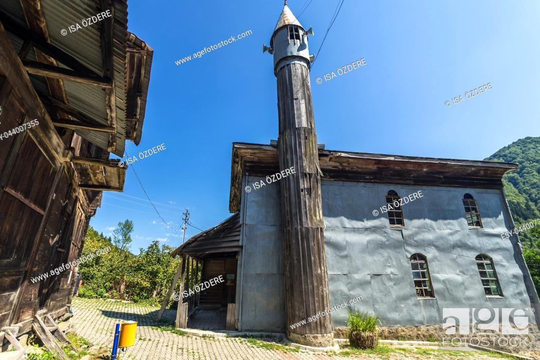Imagen: Artvin, Macahel, Camili Camii(mosque), a special mosque coverd with wooden boards built in Eighteen century. TURKEY, Artvin, August 18, 2015.