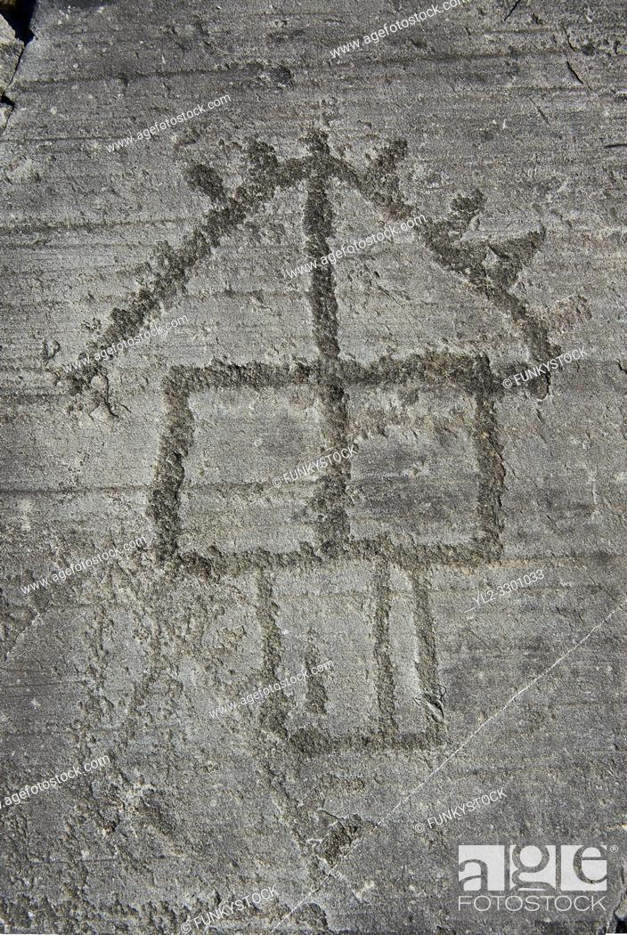 Imagen: Petroglyph, rock carving, of a house on stilts. Carved by the ancient Camunni people in the iron age between 1000-1200 BC.