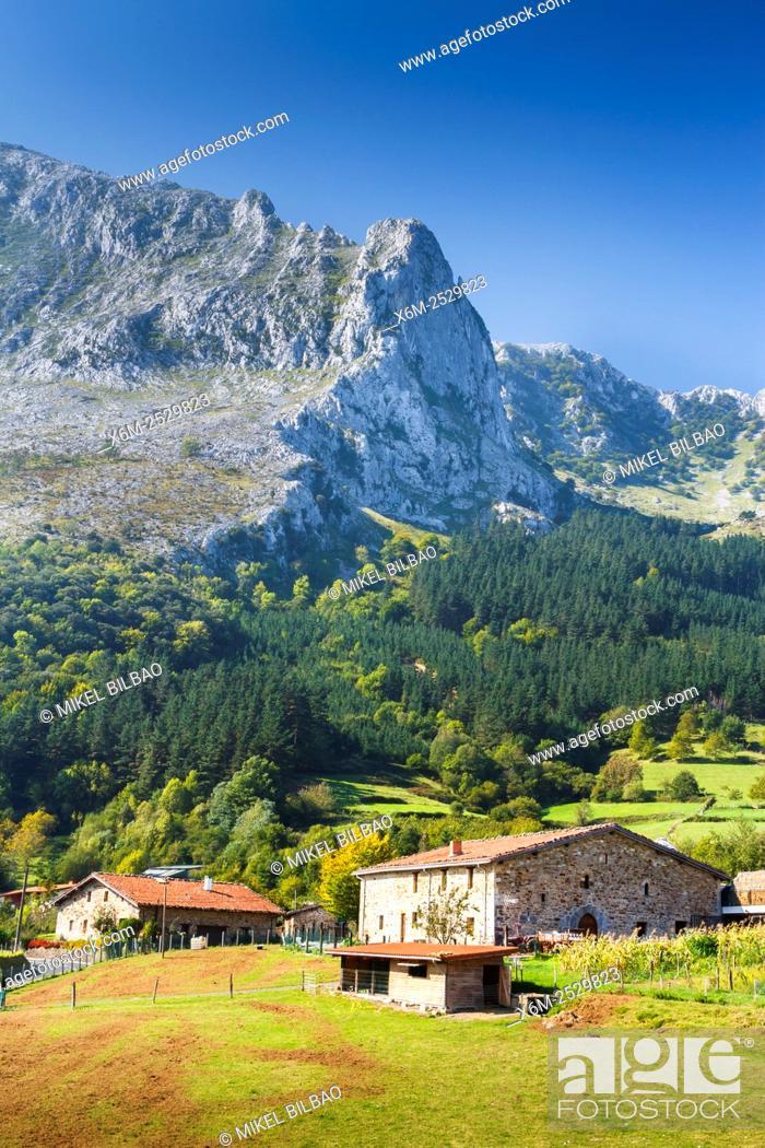 Imagen: Urrutia country house. Arrazola greenway. Atxondo Valley, Biscay, Basque Country, Spain, Europe.