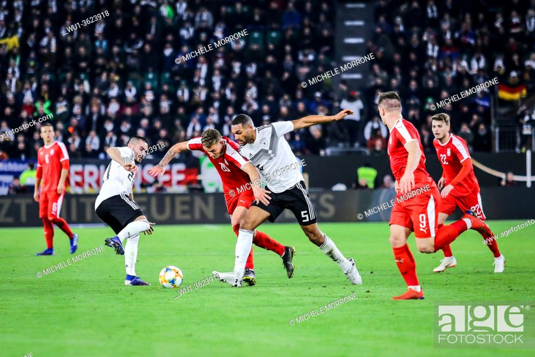 Imagen: Wolfsburg, Germany, March 20, 2019: footballers Jonathan Tah (GER) and Sergej Milinkovic (SRB) in action during the international soccer game Germany vs Serbia.
