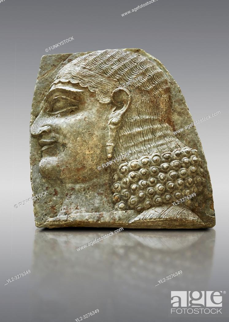 Imagen: Stone relief sculptured panel of a Servant. From the facade of the throne room, Inv AO 22196 from Dur Sharrukin the palace of Assyrian king Sargon II at.