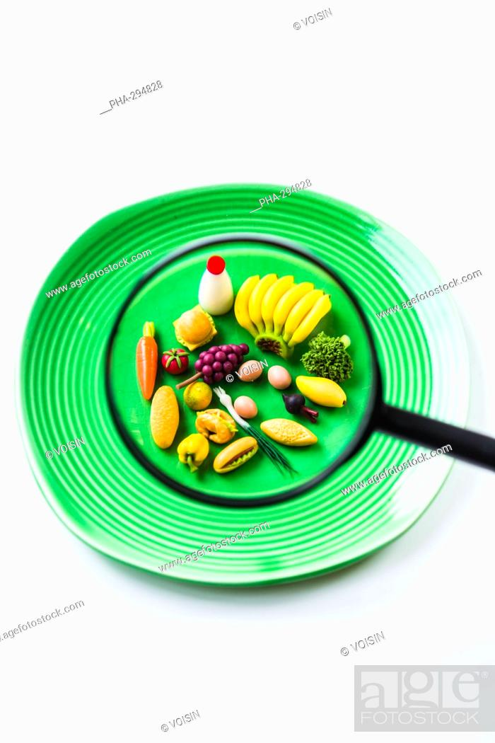 Imagen: Food and magnifying glass.