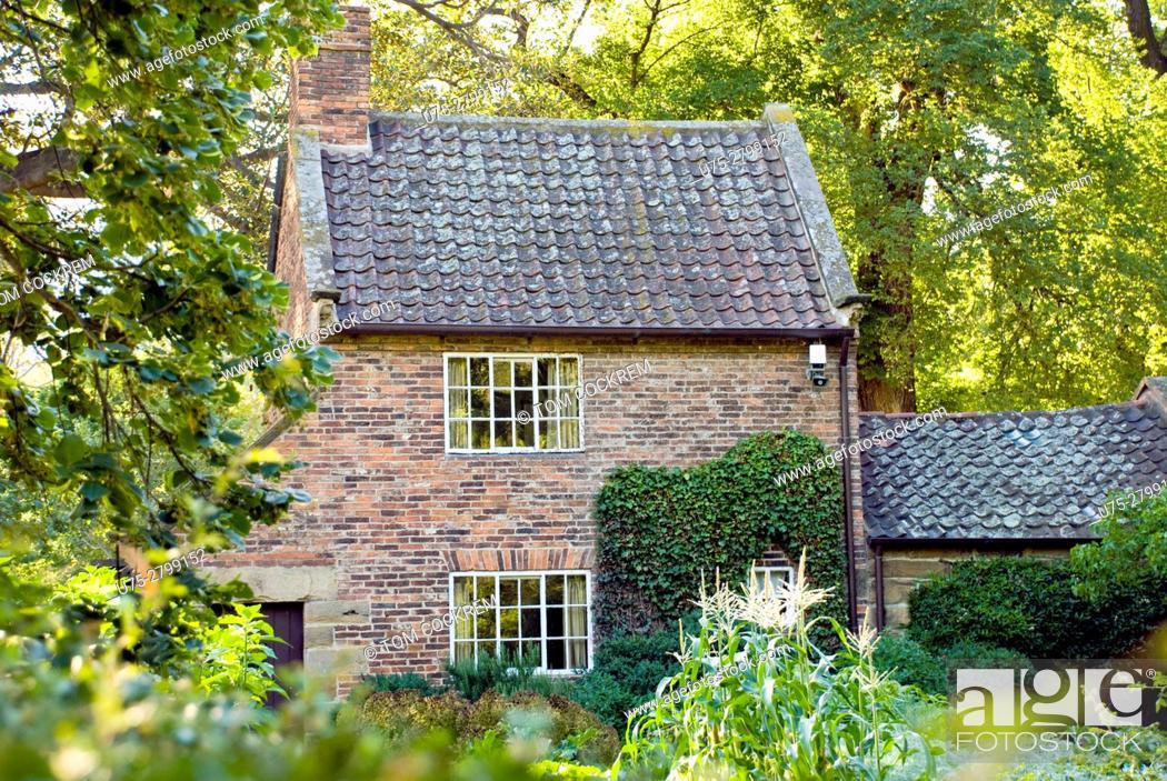 Stock Photo: Captain Cook's Cottage, Fitzroy Gardens, Melbourne, Victoria, Australia.
