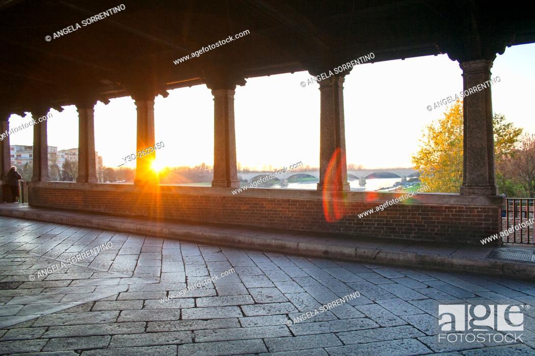Imagen: Covered bridge in Pavia, Italy.