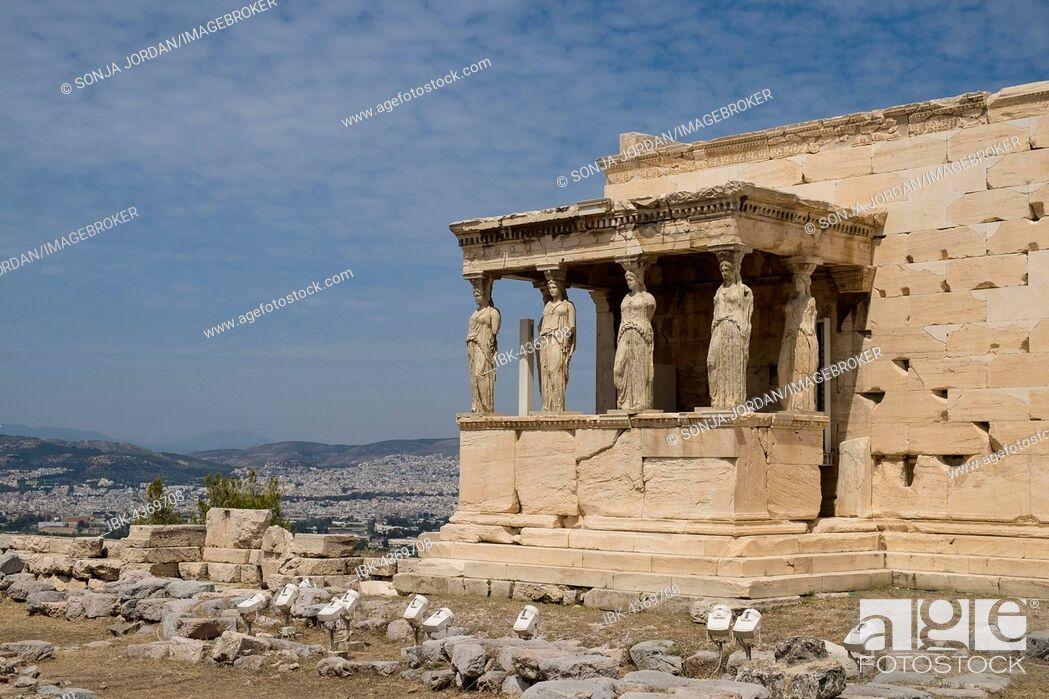 Imagen: Erechtheion Temple with Caryatids, Caryatid Porch, Acropolis, Athens, Greece.