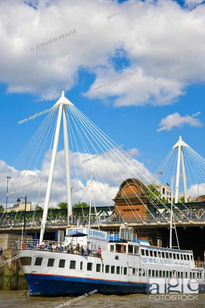 Stock Photo: Hungerford Bridge with the Golden Jubilee Walkways. River Thames. City of Westminster. England. UK.