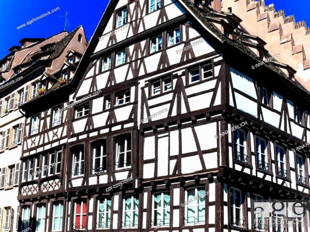 Stock Photo: Ein altes Fachwerkhaus im Zentrum von Straßburg.