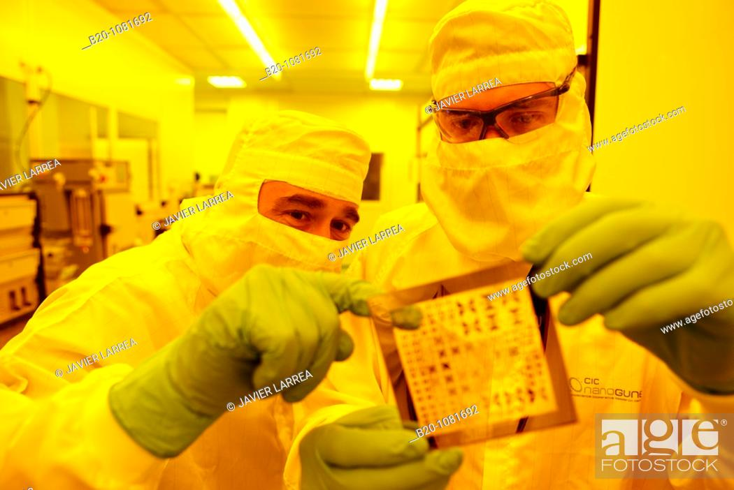 Imagen: Photomask, Photolithography Room, clean room, photolithography, CIC nanoGUNE Nanoscience Cooperative Research Center, Donostia, Gipuzkoa, Euskadi, Spain.