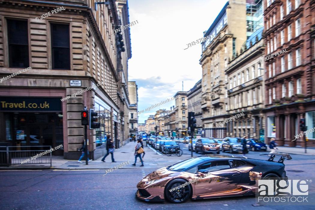 Imagen: Luxurious sports car, Hope street, Glasgow city center, Scotland, United Kingdom, Europe.
