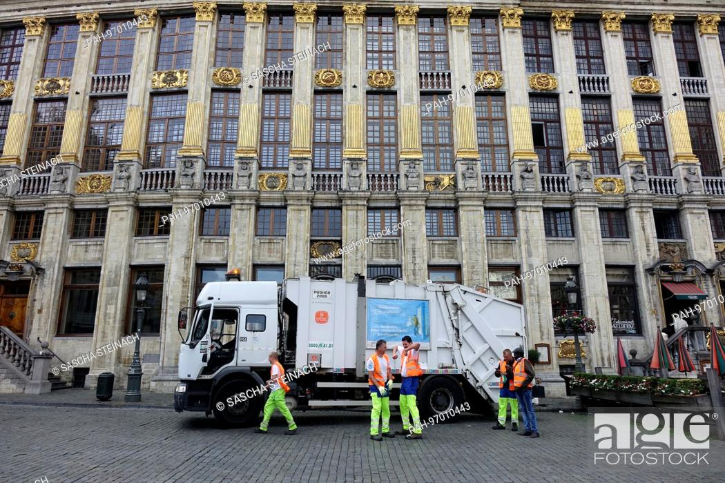 Photo de stock: A city cleaning staff vehicle is parked outside the house of the Dukes of Brabant (Maison des Ducs de Brabant) at the Grand Place in the Belgian capital.