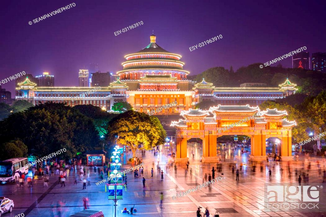 Imagen: Chongqing, China at the Great Hall of the People and People's Square.