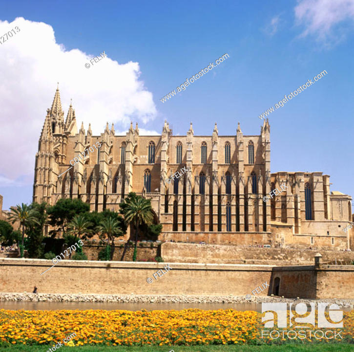 Stock Photo: Gothic cathedral (1230-1601) of Palma de Mallorca. Majorca. Balearic Islands. Spain.