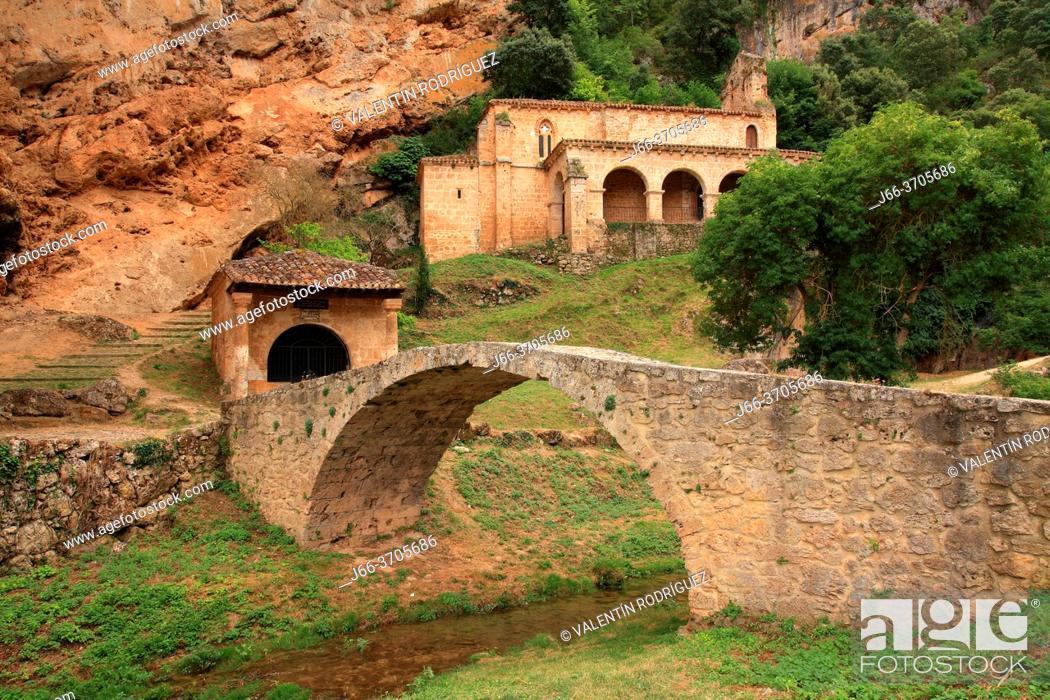 Photo de stock: Medieval bridge and hermitage of Santa María de la Hoz in Tobera. Burgos.