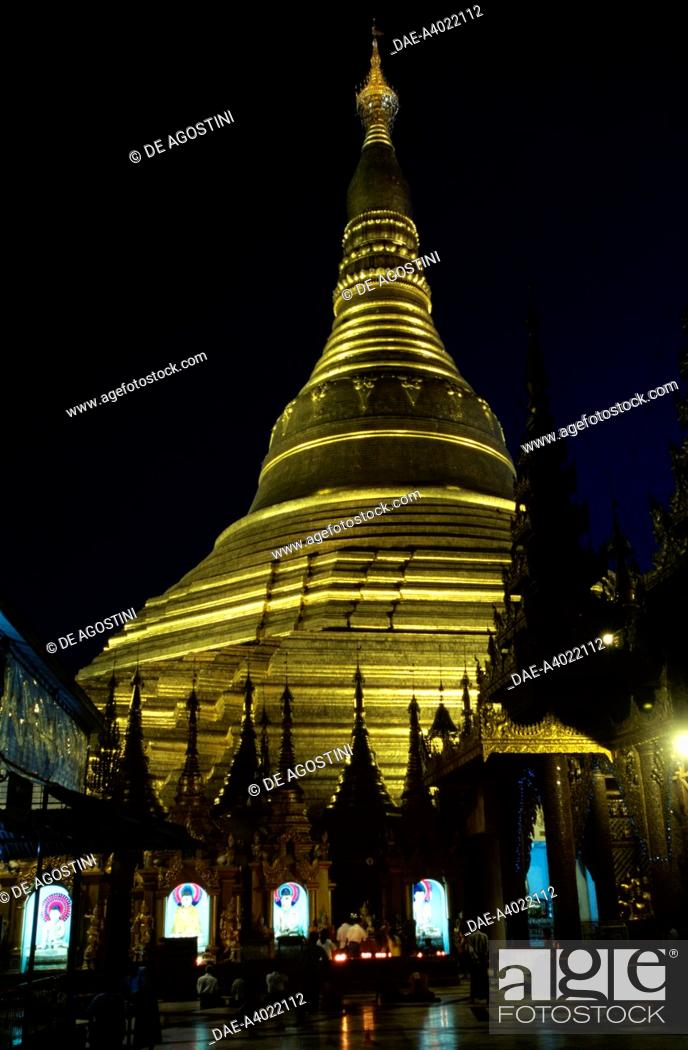 Imagen: Altars with statues of the Buddha at the base of the central stupa, night view, Shwedagon pagoda, Yangon (Rangoon), Myanmar. Detail.