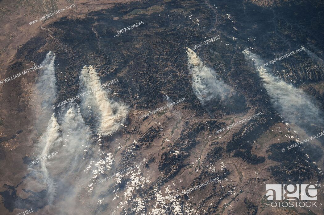 Photo de stock: EARTH USA Idaho --18 Aug 2013 -- Central Idaho wildfires as seen by an astronaut on the International Space Station. Thousands of acres of forest have been.