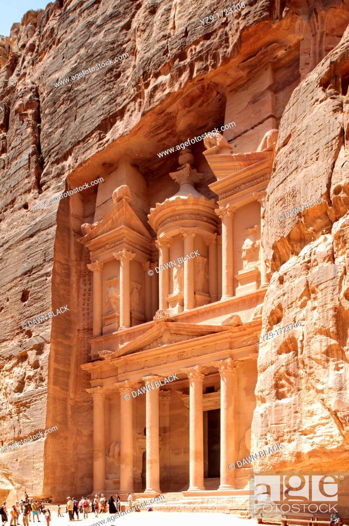 Stock Photo: The Treasury Khaznat el-Faroun, Petra, Jordan.
