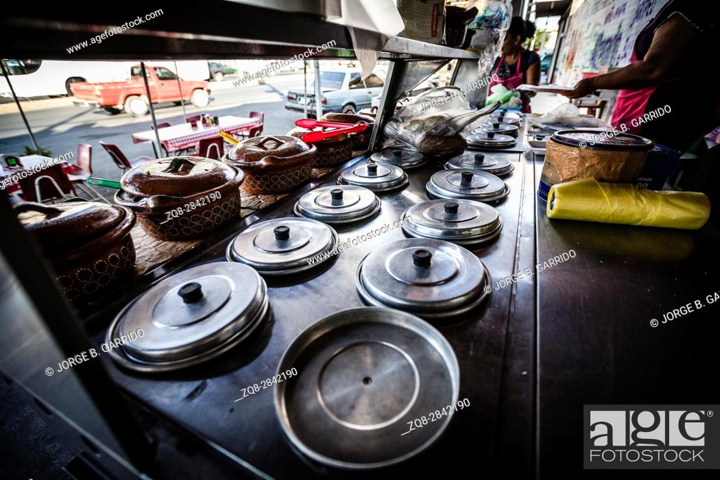 Photo de stock: Street restaurant or food booth in the streets of Tequila, Jalisco.