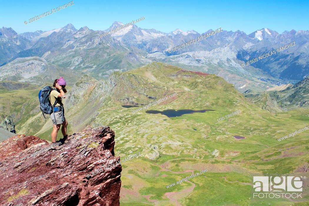 Imagen: Hiker on the summit of Anayet, an old volcano in Tena valley  Formigal  Sallent de Gállego  Pyrenees  Huesca province  Aragón  Spain.