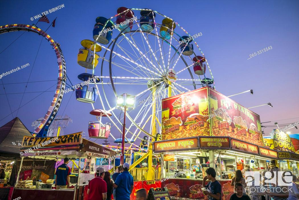 Photo de stock: USA, New England, Massachusetts, Cape Ann, Gloucester, Saint Peters Fiesta, Traditional Italian Fishing Community Festival, fcarnival, erris wheel.