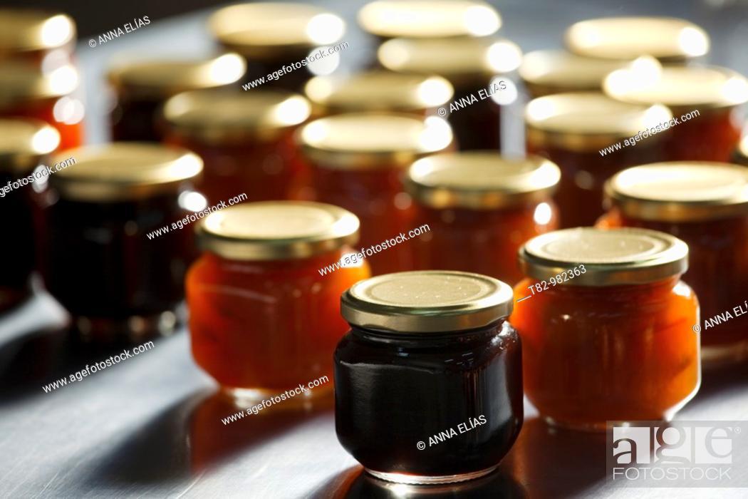 Stock Photo: botes de conserva de mermelada ecologica sobre mesa de aluminio en Andalucia, España,jam jars ecological preserves on aluminum table in Andalucia, Spain.