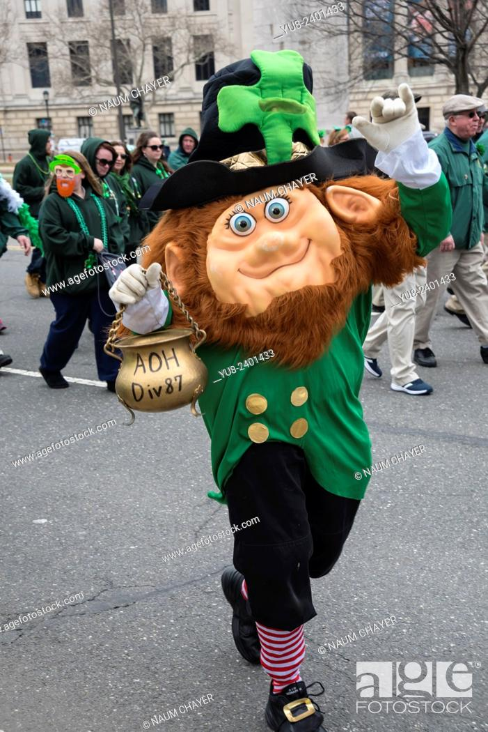 Stock Photo: Merry mask image of tipical Irishman, St. Patrick's Day Parade, Philadelphia, USA.