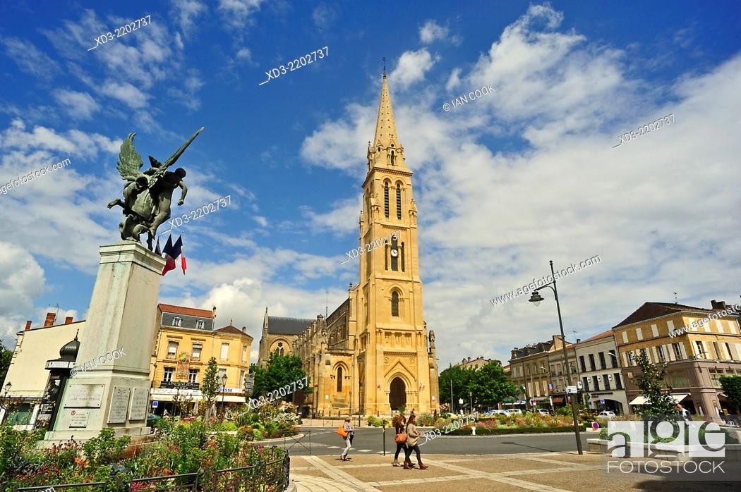 Stock Photo: Notre Dame Church, Bergerac, Dordogne Department, Aquitaine, France.