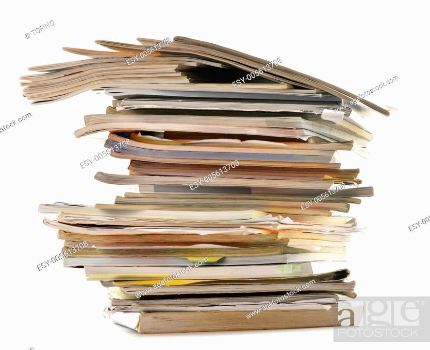 Imagen: Stack of old magazines isolated on white. Paper recycling.