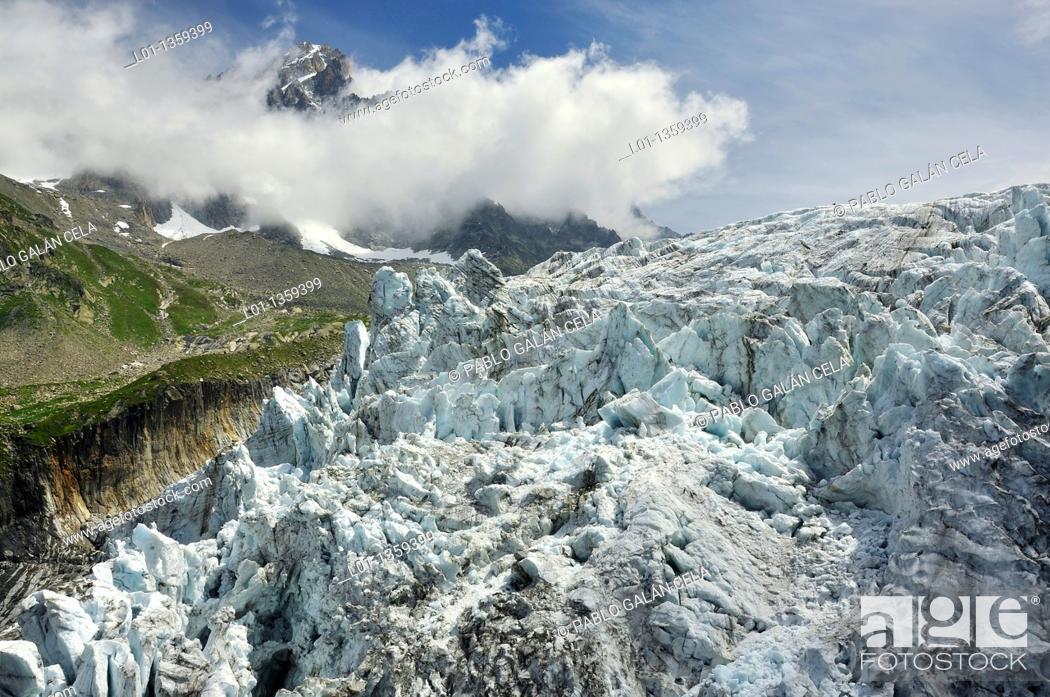 Stock Photo: Glaciar d'Argentiere, Chamonix Alpes franceses.
