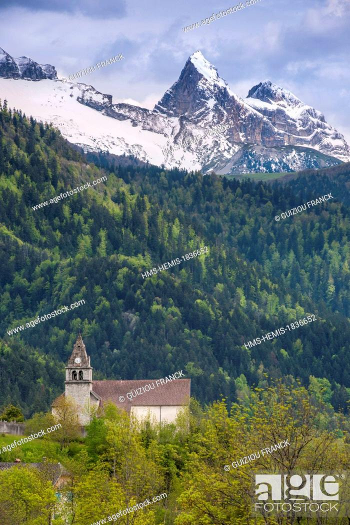 Stock Photo: France, Isere, Trieves region, the village of Treminis at the foot of Obiou mountain.