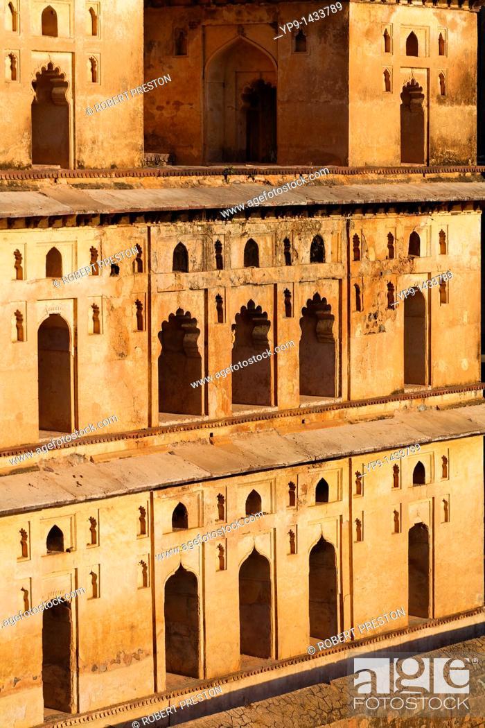 Stock Photo: India - Madhya Pradesh - Orchha - Chhatris.