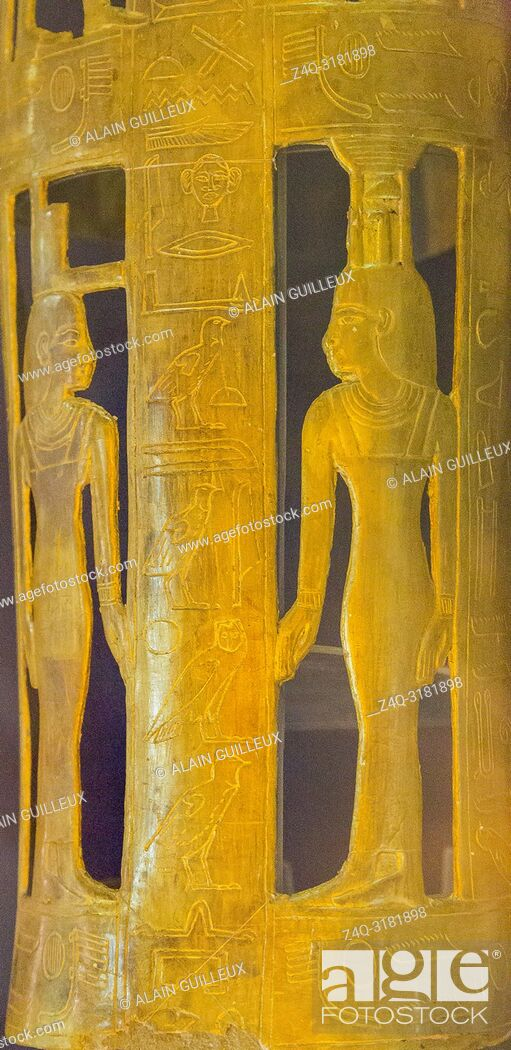 Imagen: Egypt, Cairo, Egyptian Museum, from the tomb of Yuya and Thuya in Luxor, detail of the gilded bands for Thuya mummy, made of cloth and plaster : Isis and.
