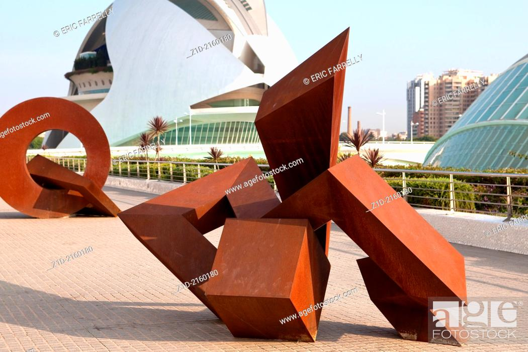 Imagen: Modern art works at City of the Arts and the Sciences Valencia Spain.