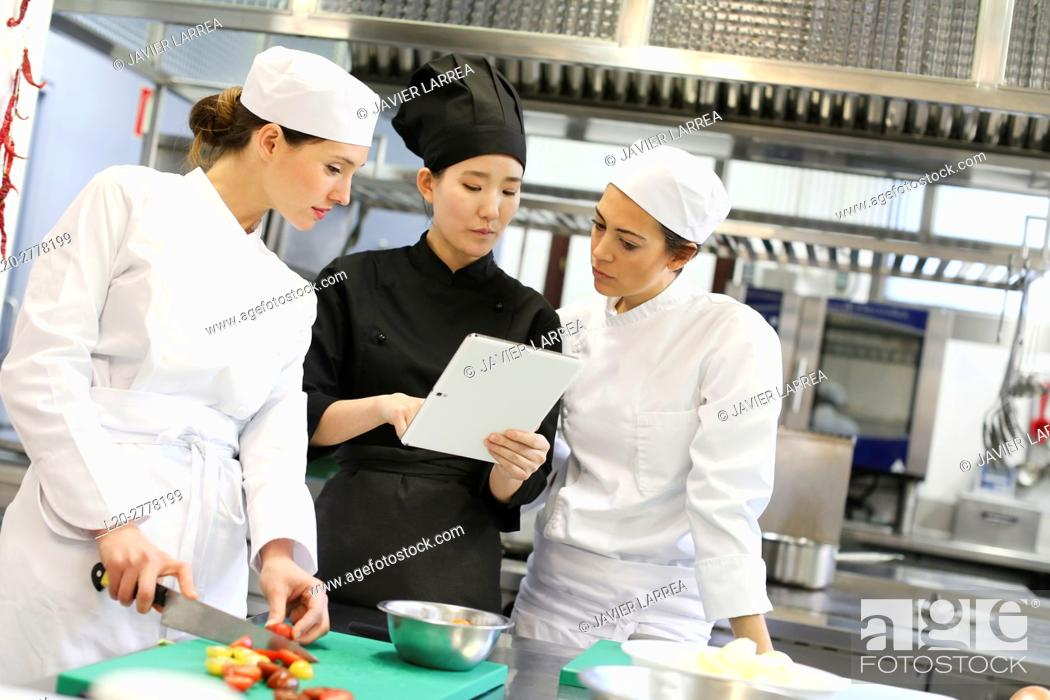 Imagen: Chef with tablet, Cooks in cooking school, Cuisine School, Donostia, San Sebastian, Gipuzkoa, Basque Country, Spain, Europe.