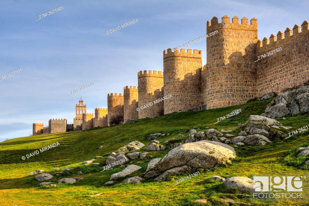 Imagen: Puerta del Carmen Gate and  Medieval City Walls, Avila, Castile and Leon, Spain. UNESCO World Heritage Site.