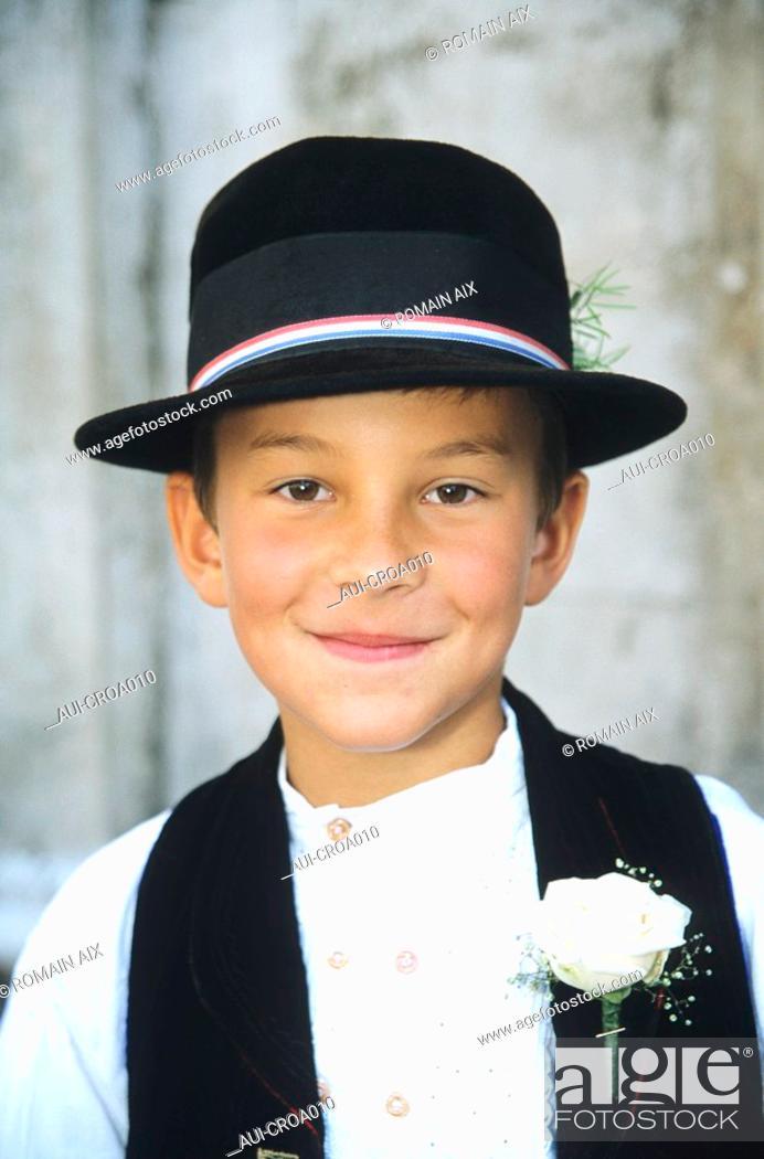 Stock Photo: Croatia - Dubrovnik - Jeune Croate en costume traditionnel.