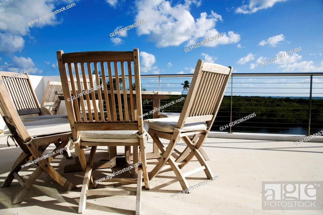 Photo de stock: Chairs with a table in a balcony.