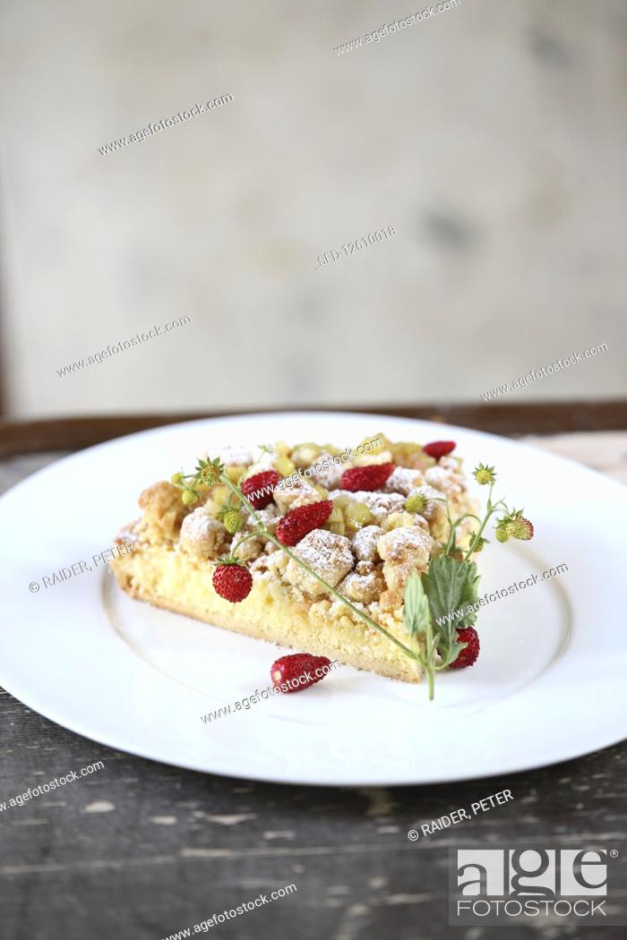 Photo de stock: A piece of strawberry crumble cake with rhubarb.